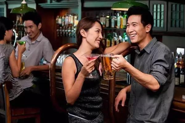 喝酒与不喝酒到底哪个更健康?